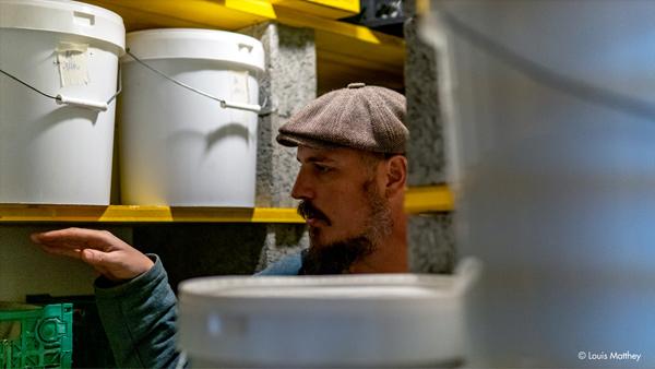 Thomas Lüthi apiculteur bio, en collaboration avec insieme Vaud